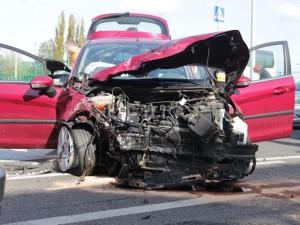 skup aut rozbitych police